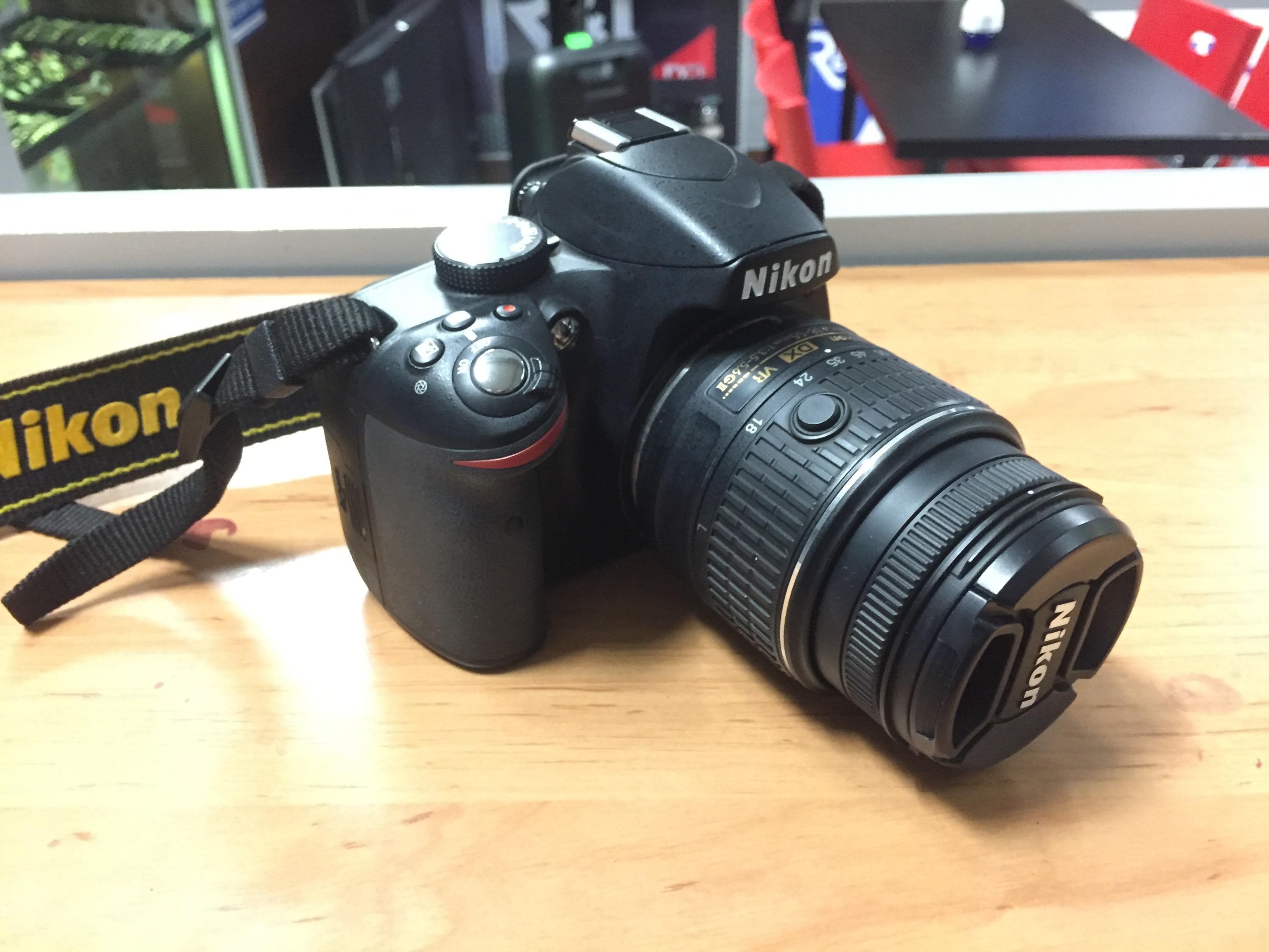 Bardzo dobra Lustrzanka NIKON D3200 +obiektyw Nikon Nikkor DX VR AF-S 18-55 LF04